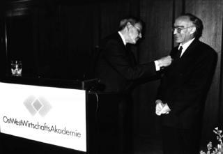 Verleihung des Bundesverdienstkreuz an KHS 24.09.1992